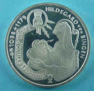10 DM Gedenkmünze zu Hildegard von Bingens 900. Geburtstag